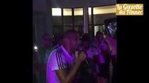 Insolite ! Cheb Slimani chante du raï et fait danser tous les joueurs de l'équipe nationale !