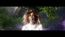 Izzy Bizu - Becoming Izzy Bizu (Beautifull girl music)