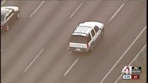 Poursuite d'une voiture SUV  par la police aux USA qui se termine à pieds !