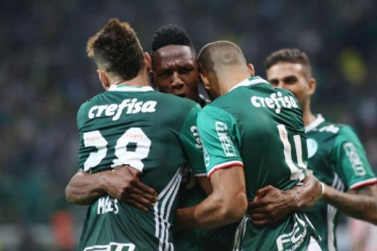 Com zagueiros artilheiros, Palmeiras vence o São Paulo em casa