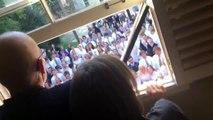 video drole - Des lycéens chantent pour leur professeur atteint d'un cancer