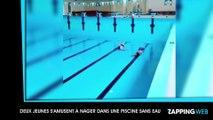 Deux jeunes s'amusent à nager dans une piscine sans eau (vidéo)