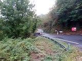 Une Véloroute au bord du Lot pour éviter les routes dangereuses, ici la D063 à Port d'Agrès (Aveyron)