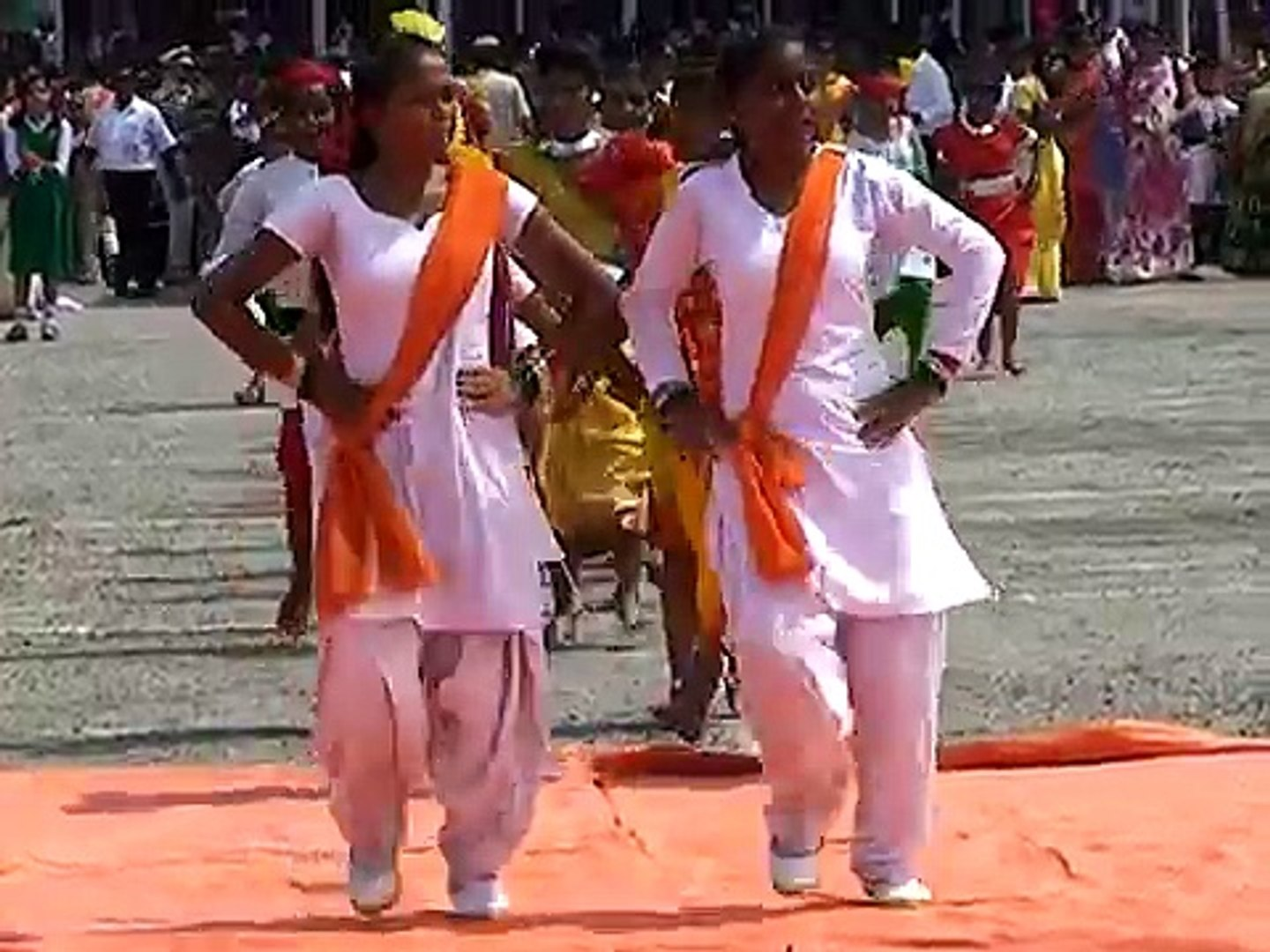 School Girls Boys Chhattisgarhi Dance Performance in Police Ground on Independence Day Celebration B