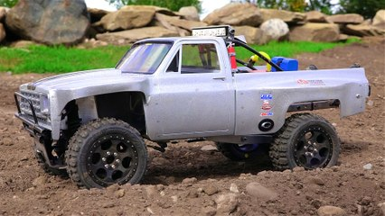 1979 Chevy Silvarado Ultra 4 Rally Truck on a Dirt Track - Jumps, Stunts and Onboard Video - Radio Controlled Truck