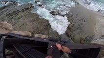 Ce taré plonge dans une crevasse en bord de mer. Complètement fou