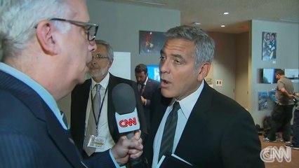 George Clooney apprend le divorce de Brad Pitt et Angelina Jolie en direct