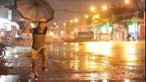 Mùa mưa trên TPHCM siêu bựa - Lê Dương Bảo Lâm ft A Tuân