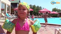 Кукла Беби Борн и Ника плавают в бассейне. Видео для детей - Baby Born Doll BATH TIME