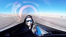 Cet avion sur le point de décoller pour une course est violemment percuté par son adversaire !