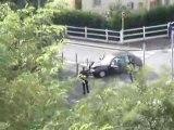 Course poursuite qui se finit mal pour la police.