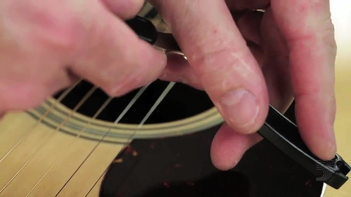 How to change the guitar strings