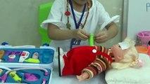 Bé tập làm bác sĩ - Bé khám bệnh cho búp bê - Đồ chơi bác sĩ cho bé, Baby to the doctor - baby clinic for dolls - Toys doctor baby