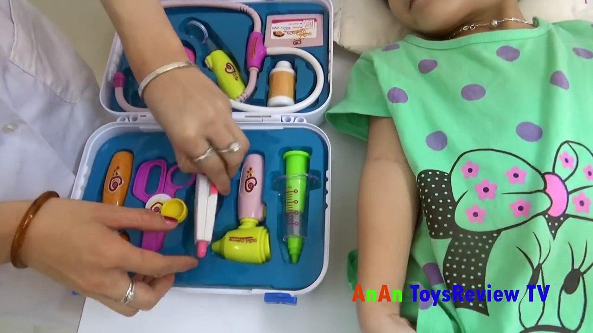 Đồ chơi bác sĩ cho bé - Bé tập làm bác sĩ - Doctors infant toys - baby training to be a doctor
