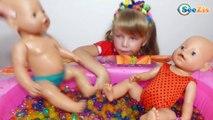 Беби Борн и Ника. Куклы купаются в бассейне с шариками Орбиз - Видео для детей. Baby Born Dolls