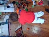 Lùz, 10 mois, et son ballon vert