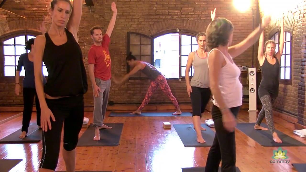 75 mins Clase de vinyasa yoga en Zentro yoga