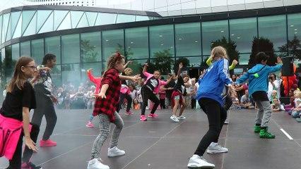 Dansfeest op het Theaterplein Spijkenisse Deel 2