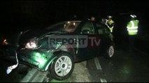 Report TV - Aksident në Fushë Krujë, përplasen 2 makina, 2 të plagosur, njëri rëndë