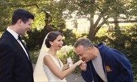 Tom Hanks fait son jogging lorsqu'ils tombe sur un couple de marié et se prends en photo avec eux !