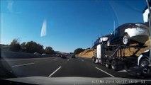 Un bus coupe la route à ce camion qui transporte 8 voiture de luxe Tesla... Chaud