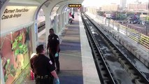 Un flic violente un SDF en train de dormir dans une gare sans aucune raison