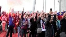 Les supporters lyonnais font le show avant le derby