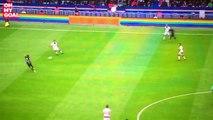 Lucas réalise un grand pont digne de Pelé (PSG-Bordeaux - 01/10/16)