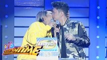 It's Showtime: Vice kisses Vhong!