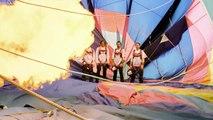 Quatre parachutistes font de la balançoire géante entre deux montgolfières à 1800 mètres d'altitude.
