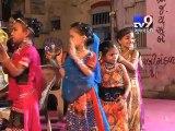 Girls dance on broken glass pieces to appease Goddess Adhya Shakti, Junagadh - Tv9 Gujarati