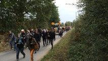 Cortège de manifestants anti-NDDL aux abords de Bellevue, lieu de rassemblement.