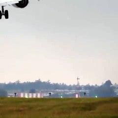 Prag'da İniş Yapan Uçak Yere Çakılmaktan Son Anda Kurtuldu