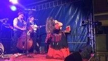 Parenthèse dansante pendant le concert de Mado & les frères Pinard