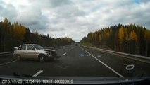 Accident de voiture spectaculaire en russie!