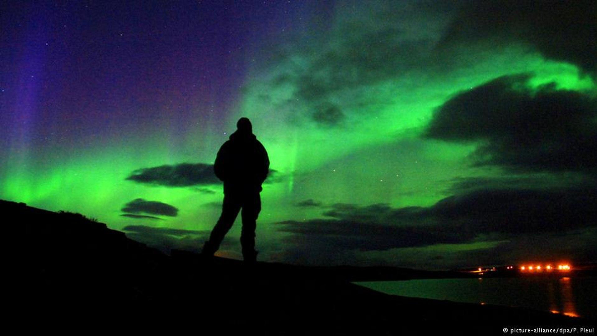 Aurora Boreal ilumina o céu do norte da Finlândia