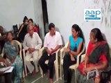 Arvind Kejriwal visits family members of Nimesh who died during Patidar agitation - Ahmedabad