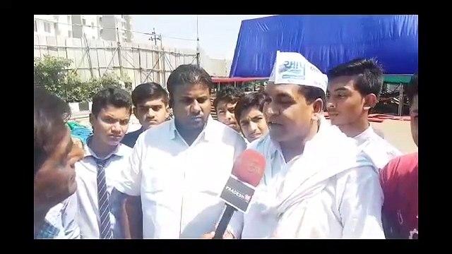 भाजपा ने गुजरात के लोगो के 50 करोड़ रूपए अरविन्द केजरीवाल जी के खिलाफ पोस्टर और होर्डिंग लगाने में फूख डाले।:Kapil Mishra