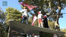 """Quand les parents de la """"Manif Pour Tous"""" font grimper des enfants sur des abribus au nom de leurs droits"""