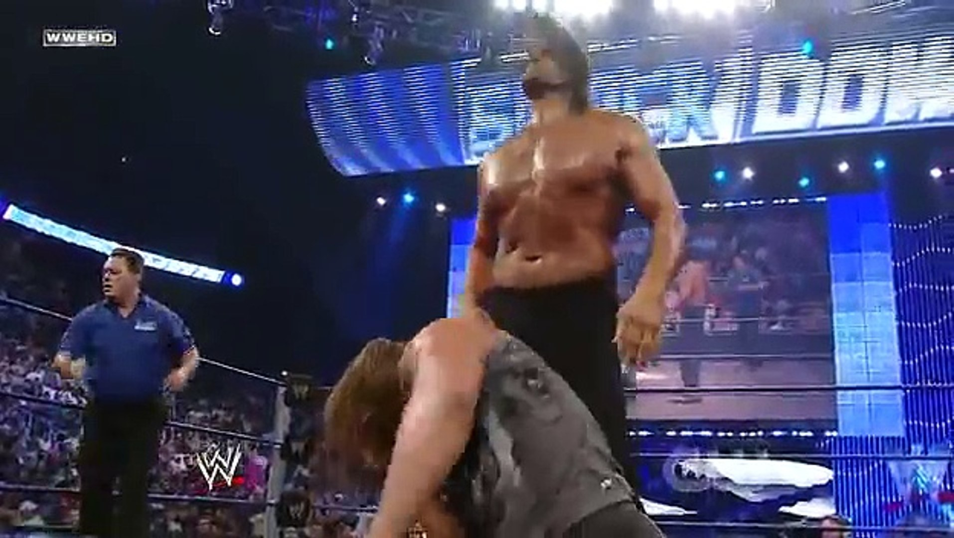 Triple H vs The Great Khali (Broken Glass Arm Wrestling)