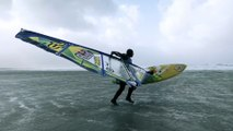 Faire de la planche à voile dans des tempêtes en mer !! Vagues de fous