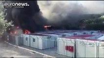 Grecia, esplode la rabbia tra i richiedenti asilo: incendi al campo di Lesbo