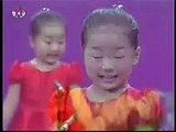 Little Chinese Girl singing with amazing expressions (FUNNY)