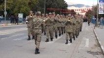Erzincan Asker Yürüdü, Vatandaşlar 'En Büyük Asker Bizim Asker' Sloganları Attı