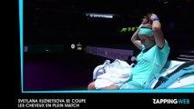 Svetlana Kuznetsova profite d'une pause pour se couper les cheveux lors d'un match de tennis (vidéo)
