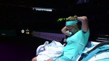 Svetlana Kuznetsova Cuts Hair Mid-Match: 2016 WTA Finals Singapore