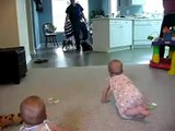 Que Felices Se Ponen La Nenas Cuando Llega Papa ★ bebes divertidos   risa bebe   bebe humor