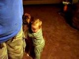Bebe ADORA Su Perro!! SUPER TIERNO ★ bebes divertidos   risa bebe   bebes chistosos   bebe humor