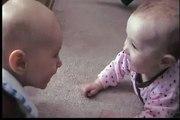Bebe Asusta A Otro Bebe ★ bebes divertidos   risa bebe   bebe humor   bebes chistosos   bebe fail