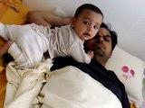 Bebe Despierta Papa Como Sea!! ★ bebes divertidos   risa bebe   bebes chistosos   bebe humor